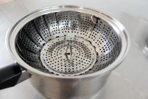 簡易蒸し器と鍋
